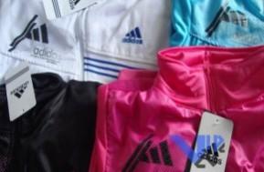 Áo Khoác thể thao nữ kiểu dáng Adidas thời trang, năng động, cá tính. Chỉ với 115.000đ, giảm 50% so với giá gốc 230.000đ.