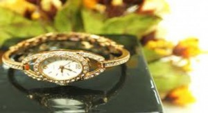 Đồng hồ - lắc tay đính đá thời trang, thiết kế tinh tế trẻ trung phù hợp với phái đẹp chỉ 95.000đ.