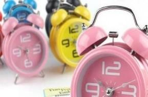 Chiếc đồng hồ với thiết kế ấn tượng không chỉ để xem giờ hoặc báo thức mà còn góp phần tạo phong cách riêng cho không gian nhà ở hay văn phòng của bạn. Giá chỉ 95,000đ.