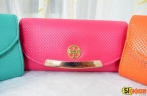 Túi xách tiểu thư thời trang cho cô nàng công sở. Thiết kế trẻ trung nhưng không kém phần sang trọng, giá chỉ 99.000Đ.