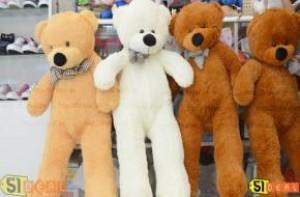 """Với 30.000đ, bạn được sởhữu ngay phiếu giảm giá khi mua chú gấu bông """"khổng lồ"""" cao 1M. Bạn chỉ phải bù thêm 240.000đ tại shop, món quà ý nghĩa cho người thân, bạn bè nhân dịp đặc biệt.  - Vật Phẩm Trang Trí"""