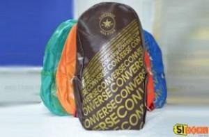 51deal - Balo gia da kieu dang Converse mang den cho ban mot phong cach tre trung, nang dong va phong phu ve mau sac. Chi voi 129.000d cho gia goc 260.000d va chi co