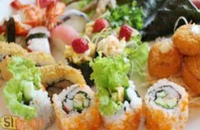 Chỉ với 75.000đ, bạn được ưu đãi giá lớn tại 51deal để cùng gia đình thưởng thức một trong những set menu đặc sắc của ẩm thực Nhật tại nhà hàng Shabu Sushi gồm: 2 set sushi tổng hợp; 1 set lẩu bò; 1 set lẩu hải sản. Cùng click MUA ngay bạn nhé