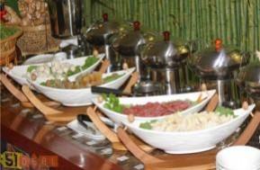 Cùng gia đình, bạn bè thưởng thức những món ăn ngon, đặc sắc đa hương vị tại Nhà hàng hải sản Phú Khang với Buffet trưa hấp dẫn chỉ với 99.000đ