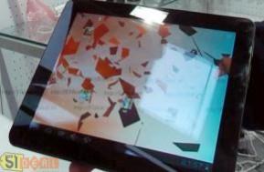 Máy tính bảng R-970 cảm ứng điện dung đa điểm, màn hình 9.7inch sắc nét, độ phân giải 1024*768. Chơi games, nghe nhạc, xem phim chất lượng cao chỉ với 3.600.000đ