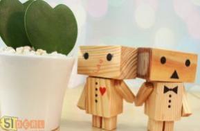 Chia sẻ yêu thương – nâng niu cảm xúc cùng cặp búp bê Danbo gỗ cực đáng yêu. Quà tặng có thể cử động tay chân hay xoay đầu với nhiều nét mặt ngô ngố ngộ nghĩnh chỉ với 90.000đ, được làm bằng gỗ thông Nhật nhập khẩu an toàn bền lâu.