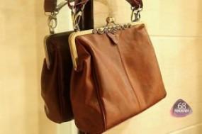 Túi xách thời trang hòa hợp giữa cổ điển và hiện đại, mang đến cho người dùng phong cách ...