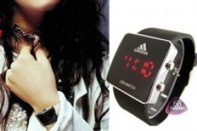 Mang đến cho bạn một phong cách mạnh mẽ, cá tính và hiện đại với chiếc đồng hồ đeo tay ...