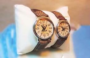 Đồng Hồ Cặp Louis Vuitton