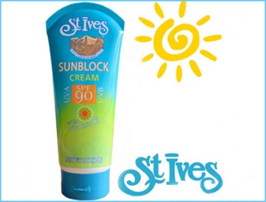 Kem chống nắng đa năng Stives SPF 90 giúp bạn bảo vệ làn da khỏi khói bụi và ánh nắng chói chang khi đi giữa trưa nắng với giá chỉ 48.000 vnđ