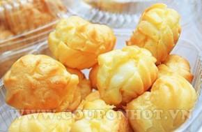 Thưởng thức hương vị thanh khiết béo ngậy của sữa tươi, thơm ngon, dẻo mềm lớp vỏ hấp dẫn của bánh su Với combo 30 Bánh Su Kem Sữa Tươi Nam Phương.
