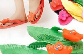 Tô điểm cho đôi bàn chân xinh xắn của bé gái với Dép Hình Chiếc Lá Korea