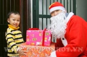 Bé yêu của bạn sẽ reo lên vui mừng khi nhận được món quà từ ông già noel. Hãy Cho bé yêu những kỷ niệm đáng nhớ với dịch vụ giao quà Noel bạn nhé