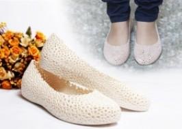 Hà Nội - Hai Bà Trưng: Giảm giá 40% - Giày nhựa kết hoa