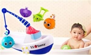 Bé vui chơi thú vị khi tắm với Đồ chơi nước thuyền câu cá Sassy