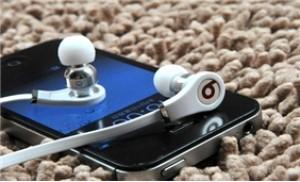 Thưởng thức âm nhạc mọi nơi với tai nghe cao cấp kiểu dáng thời trang