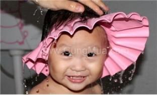 Nón chắn nước giúp ngăn nước và xà phòng chảy vào mắt bé khi tắm - 4 - Gia Dụng - Gia Dụng