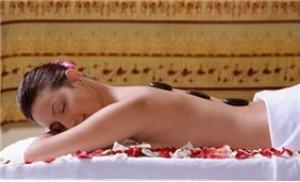 Massage đá nóng kết hợp đắp sáp Parafin mật ong hoa hồng (75 phút)