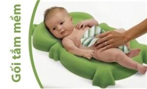 Bảo vệ cơ thể mỏng manh của bé với Gối tắm mềm dành cho bé Safety 1st