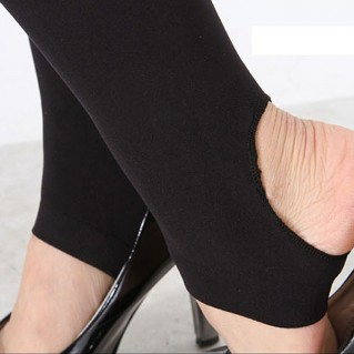 Quần tất SK khoe chân thon của bạn gái - Thời Trang Nam