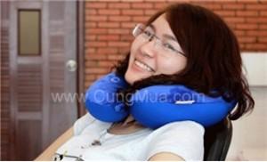 Gối massage cổ giúp đánh tan cảm giác mệt mỏi nhanh chóng