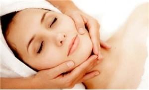 Gói dịch vụ: Massage mặt + đắp trái cây + hấp dầu và massage tay