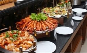 Thưởng thức Buffet trưa tại Khách sạn Blue Diamond với hơn 50 món