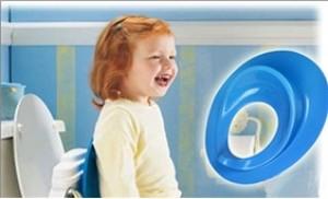 Miếng đỡ bồn cầu giúp trẻ tự đi vệ sinh mà không sợ ngã
