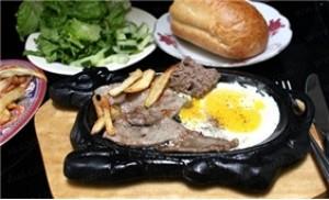 Thưởng thức bò bít tết chiên mỡ ngỗng Pháp tại Time Door Bistro