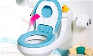 Bé vệ sinh dễ dàng và an toàn với Vĩ bô đặt trên bồn cầu Safety 1st