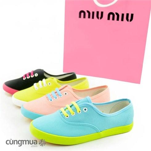 Giày thể thao neon thời trang