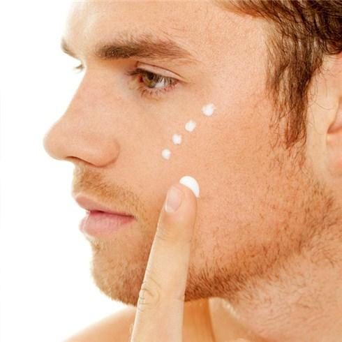 Soi da, điều trị mụn và vết thâm do mụn cho nam tại Emvy Spa