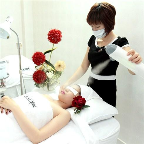 Massage body kết hợp chăm sóc da mặt tại Sắc Ngọc Spa