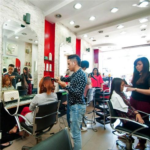 1 trong 3 gói làm tóc bằng L'Oreal tại Hair Salon Ngữ Á Châu