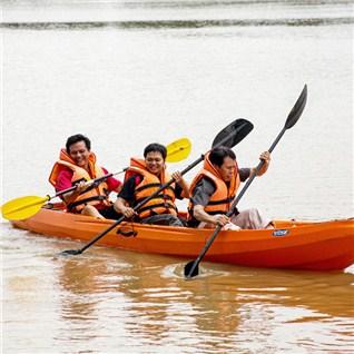 Cùng Mua - Cheo thuyen kayak va cau ca tai Khu Du Lich The BCR