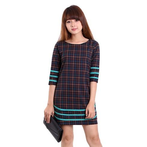 Đầm caro phối cách điệu viền xanh