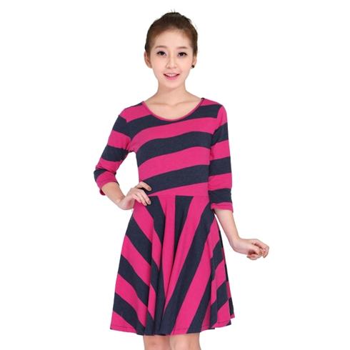 Đầm xòe sọc tay lỡ Suvanna thời trang