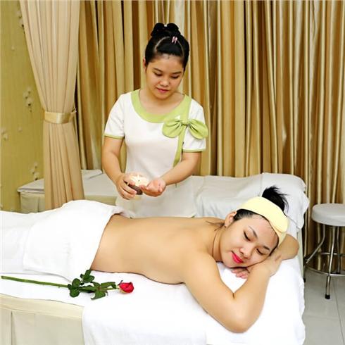 Massage body nến, đắp mask thảo dược 70 phút - Mộc Beauty Spa