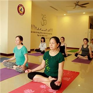 Cùng Mua - 26 buoi yoga tre hoa co the, lam dep voc dang tai Moon Yoga