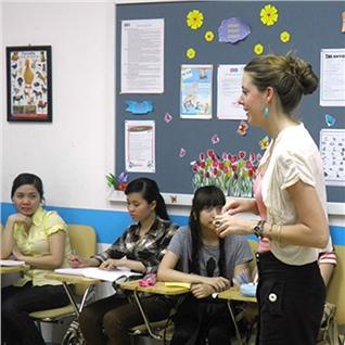Cùng Mua - Khoa hoc Tieng Anh chuyen nganh CNTT tai Hi! Language School