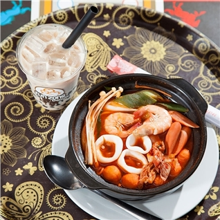 Cùng Mua - Combo mi cay hai san va tra sua thom ngon tai Funzone Donuts