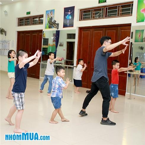 4 buổi học Hiphop và Dancesport tại CLB năng khiếu Mornkids