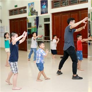Cùng Mua - 4 buoi hoc Hiphop va Dancesport tai CLB nang khieu Mornkids