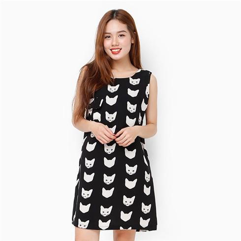 Đầm đen trắng họa tiết mèo phối túi