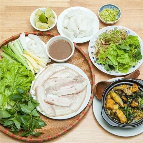 Mẹt bánh tráng thịt heo + Ốc chuối đậu (2 người) - Cô 3 Quán