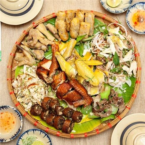 Mẹt gà thập cẩm nguyên con cho 5 - 6 người ăn tại Gà Mẹt