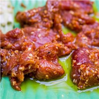 Cùng Mua - Thit da dieu tuoi uop san (1kg) kem nuoc cham hieu Kim Phung