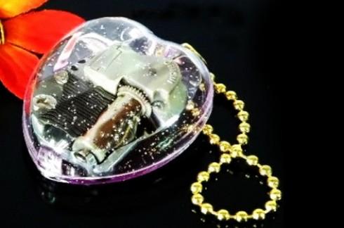 Hộp nhạc trái tim - Heart Music Box:xinh xắn hình trái tim, phát lên những nốt nhạc du dương.
