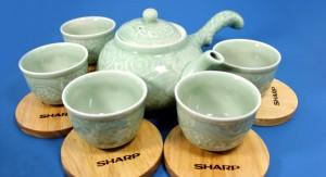 Bộ Bình Trà Sharp Đậm Hồn Việt:01 Bình Trà + 05 Tách trà + 05 Đĩa Lót Tách Bằng Gốm Sứ Tráng.