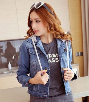 D1104: Áo khoác jean nữ Saka sành điệu giá chỉ có 169.000 Chất liệu jeans sang trọng, vải bền, đẹp. Thiết kế đơn giản, đem đến cho bạn gái vẻ trẻ trung sành điệu.
